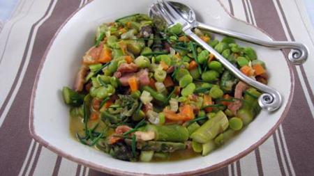 en entr e pour mon voyage culinaire de la semaine salade de f ves aux lardons neorizons. Black Bedroom Furniture Sets. Home Design Ideas