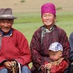 57025946-mongolian-family_coutumes_neorizons