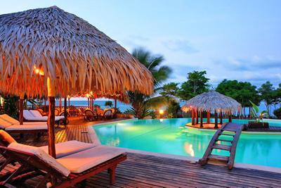 Vue_piscine_Antsanitia_Resort