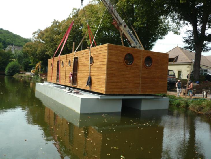 vends maison flottante pour plan d eau ou cours d eau neorizons bien tre co. Black Bedroom Furniture Sets. Home Design Ideas